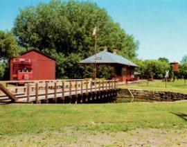 MNOPEDIA Story – Chicago, St. Paul, Minneapolis and Omaha Turntable
